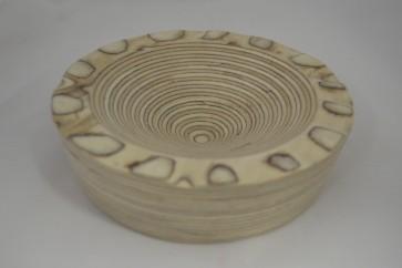 Cuenco de madera con borde irregular